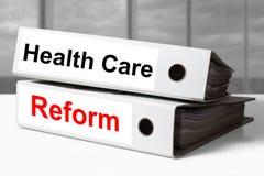 Weiße Büromappen-Gesundheitswesenreform Stockfotos