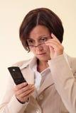Weiße Geschäftsfrau mit handlichem Stockbild