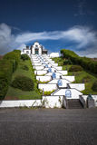 Weiße Kapellen-Kirche in den sonnen- Azoren Portugal Lizenzfreie Stockfotografie