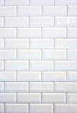 Weiße Keramikziegelwand Stockbilder
