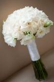 Weiße Rosen, die Blumenstrauß wedding sind Lizenzfreie Stockbilder