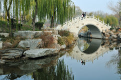 Weiße Steinbrücke Lizenzfreies Stockbild
