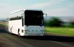 Weißer Bus Lizenzfreie Stockbilder