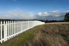 Weißer Pfosten-Zaun Stockfotografie