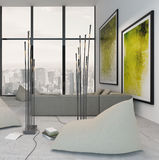 Weißer Wohnzimmerinnenraum mit vibrierender grüner Dekoration Stockfotografie