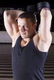 Weightlifting com pesos Foto de Stock Royalty Free
