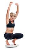 Weightloss scalekvinna royaltyfri fotografi