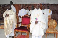 WEIHE EINES PRIESTERS Stockbilder