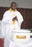 WEIHE EINES PRIESTERS Stockfotos