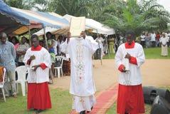 WEIHE EINES PRIESTERS Lizenzfreies Stockbild