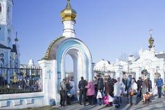 Weihe von Ostern-Kuchen und -eiern auf orthodoxem Ostern Stockfotografie