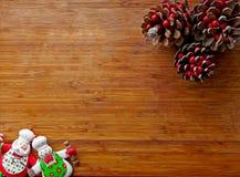 Weihnachten - alter hölzerner Hintergrund, lustige Chefs Santa Claus und Schneemann und Zeichen 2016 Lizenzfreie Stockfotos