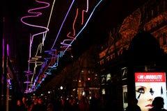 Weihnachten auf der Prachtstraße Haussmann in Paris Stockbild