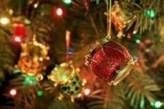 Weihnachten-Baum, Girlanden und Dekorationen Stockfoto