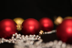 Weihnachten-Baumdekorationen neues Jahr-rote Weihnachtsbälle stockfotografie