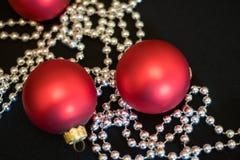 Weihnachten-Baumdekorationen neues Jahr-rote Weihnachtsbälle stockfotos