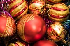 Weihnachten-Baumdekorationen neues Jahr-rote Weihnachtsbälle stockbild