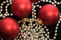 Weihnachten-Baumdekorationen neues Jahr-rote Weihnachtsbälle stockbilder