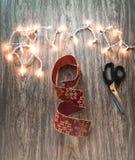Weihnachten, das Versorgungen verziert stockfotografie