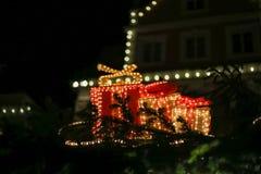 Weihnachten führte Neonlichtsterne und Weihnachtsbäume in historischer Verdichtereintrittslufttemperat stockbild