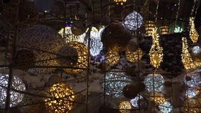 Weihnachten gegründet nahe Luxuseinkaufszentrum 25 fps stock video