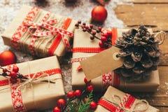 Weihnachten im Verkauf mit dem Preis, kaufend im Winter, 26. Dezember Weihnachtsförderung, Stockfoto