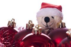 Weihnachten: Kugeln, Farbbänder und Teddybär Lizenzfreie Stockfotos