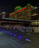 Weihnachten/Lichterkette auf Chicago-Stadtbild entlang dem Chicago River lizenzfreie stockfotografie