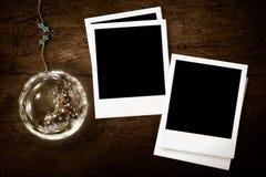 Weihnachten mit zwei Fotorahmen rustikalem bakground Stockbild