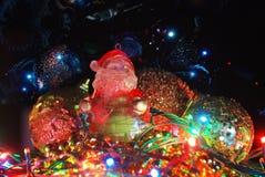 Weihnachten Santa Claus auf heller Dekoration Lizenzfreies Stockfoto