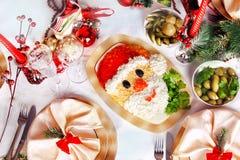 Weihnachten Santa Claus stellen Salat gegenüber Lizenzfreie Stockfotos