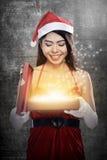 Weihnachten Santa Woman Opening Gift Box Lizenzfreie Stockfotos