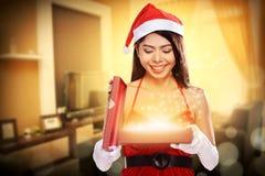 Weihnachten Santa Woman Opening Gift Box Stockfoto