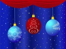 Weihnachten spielt auf blauem Hintergrund mit Vorhängen und Sternen Lizenzfreies Stockfoto