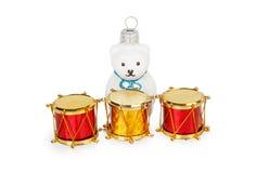 Weihnachten spielt drei Trommeln und weißen Bären Lizenzfreie Stockbilder