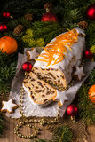 Weihnachten Stollen mit orange Julienne Stockbild