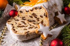Weihnachten Stollen mit orange Julienne Lizenzfreie Stockbilder