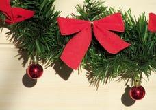 Weihnachten und neue Jahre roter Bogen der Dekoration Stockbild