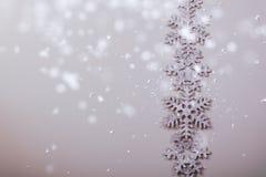 Weihnachten und neue Jahre Schneeflockenhintergrund Lizenzfreie Stockfotografie