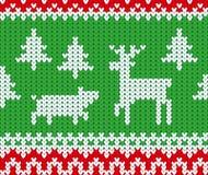 Weihnachten und neues Jahr strickten nahtloses Muster mit Rotwild, Schwein und Tannenbäumen vektor abbildung