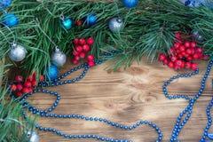 Weihnachten und neues Jahr verzieren die Verzierung des Hintergrundes mit Kopie Lizenzfreie Stockbilder