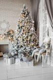 Weihnachten und neues Jahr verzierten Innenraum Lizenzfreie Stockbilder