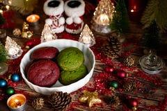 Weihnachten und Winterurlaube rot und grüne Plätzchen eingestellt mit Chr stockfotos