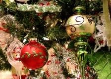 Weihnachten verziert glänzendes und helles lizenzfreies stockbild