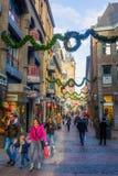 Weihnachten verzierte Einkaufsstraße in Aachen, Deutschland Stockfoto