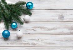 Weihnachten verzweigt sich, Bälle, Perlen, Kegel, Weihnachtshintergrund Lizenzfreie Stockfotografie