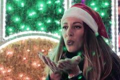 Weihnachten, Weihnachten, Leute, Glückkonzept - glückliche Frau im Gewinn lizenzfreie stockfotos