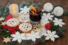 Weihnachten zerkleinern Torten und Glühwein Stockbilder