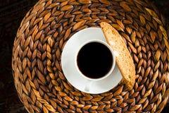 Weihnachtenkaffee und Biscotti Stockfoto