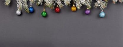 Weihnachts- oder des neuen Jahresdekorationshintergrund: Pelzbaumniederlassungen, Lizenzfreies Stockbild
